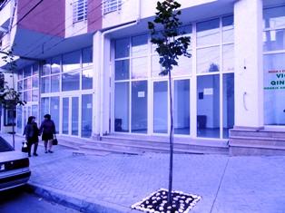 Dyqan me qera ne rrugen Fadil Rada ne Tirane afer shkolles Ismail Qemali, (TRR-101-35 )