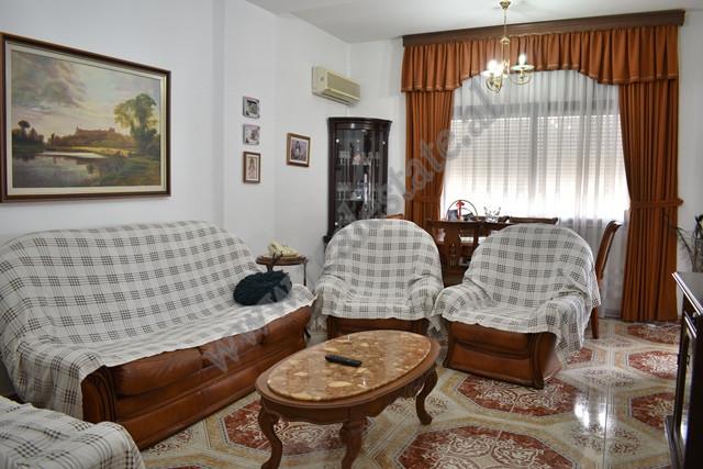 Apartament 2+1 per shitje ne zonen e Bllokut ne Tirane