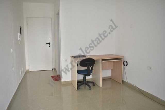 Ambient zyre me qira afer Inxhinierise se Ndertimit ne Tirane
