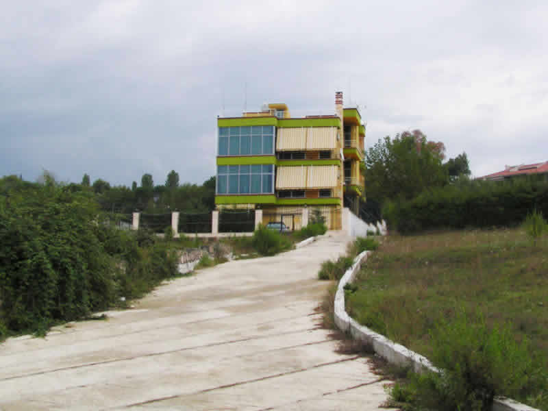 Vile Lluksoze me qera ne Tirane (TRR-1002)