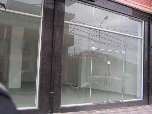 Store 90m2, 4.95m celing, for RENT near Partizani High School, Tirana (TRR-1008)