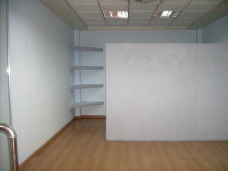 Zyre me qera afer qendres ne Tirane,  (TRR-101-9)