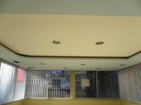 Zyre me qera 30 m nga rruga Myslym Shyri, afer dyqanit 'Adidas', (TRR-101-70)