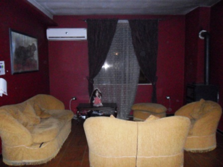Apartament me qera ne rrugen Qemal Stafa, afer shkolles 'Fan Noli' ne Tirane, (TRR-101-75)