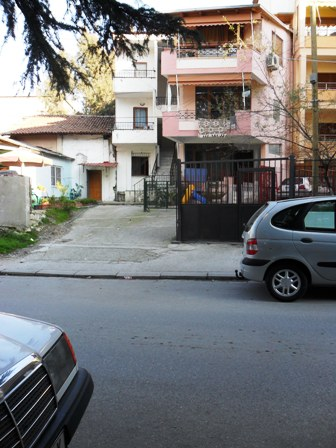 Vile per shitje ne rrugen Dora D'Istria, afer liqenit te Tiranes, (TRS-101-84)