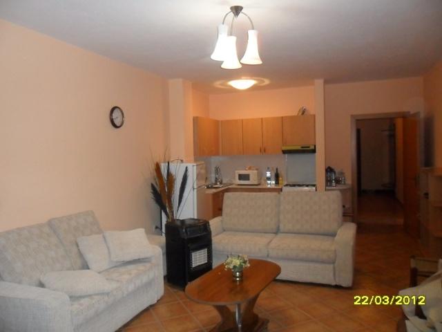 Apartament 3+1 me qera ne qender te Tiranes ne zonen e Bllokut, (TRR-412-7)