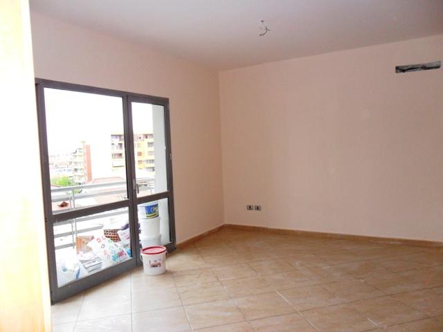 Apartament 2+1 per shitje tek Zogu i Zi ne Tirane , (TRS-412-10)