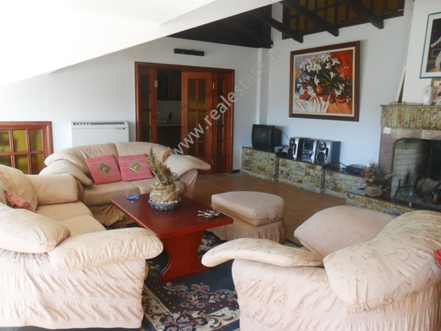 Apartament me qera prane shkolles Petro Nini Luarasi ne Tirane , (TRR-912-14)
