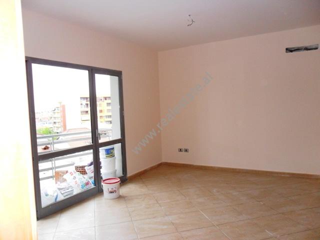 Apartament me qera tek Zogu i Zi, mund te perdoret per zyra, Tirane, (TRR-912-19)