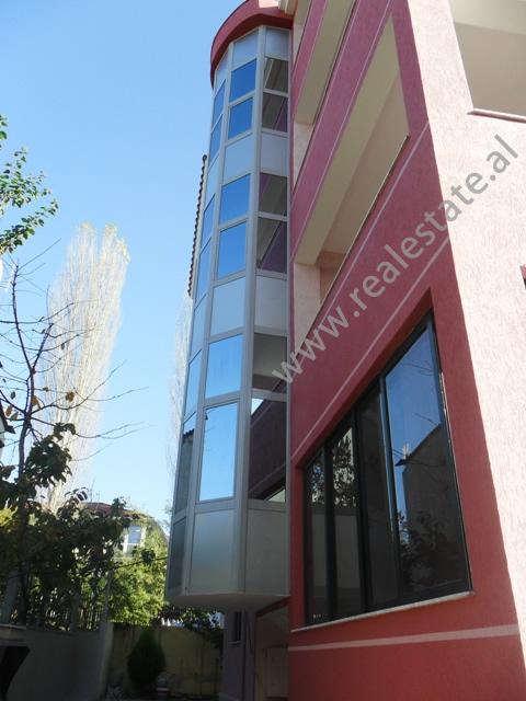 Vile me qera ne nje zone te Tiranes, (TRR-1112-28)