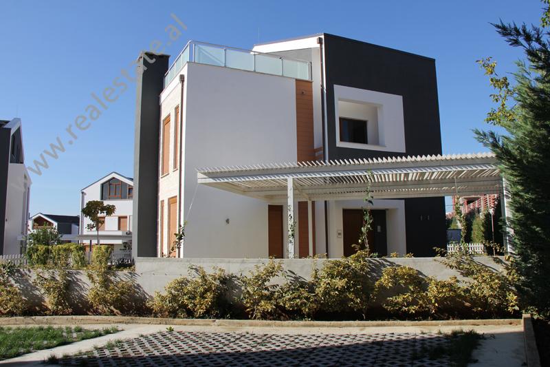 Vila per shitje afer qendres tregtare TEG ne Tirane, (TRS-1212-5)