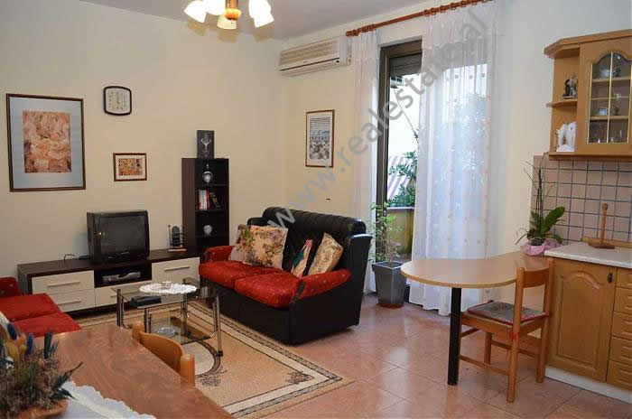 Apartament me qera ne Bulevardin Zogu I ne Tirane , (TRR-1212-10)