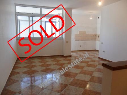 Apartament 2+1 ne shitje ne Bulevardin Zogu I ne Tirane(TRS-313-36)