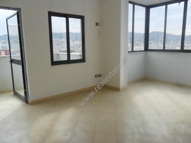 Apartament 2+1 per shitje mbrapa Universitetit Europian ne Tirane, (TRS-1012-7)