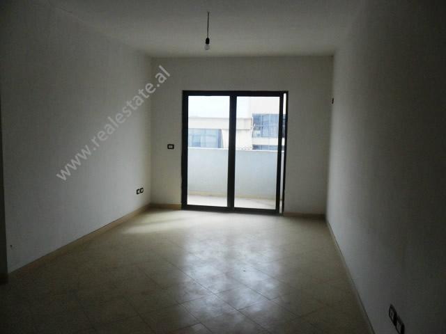 Apartament per shitje mbrapa shkolles Sabaudin Gabrani ne Tirane, (TRS-1012-8)