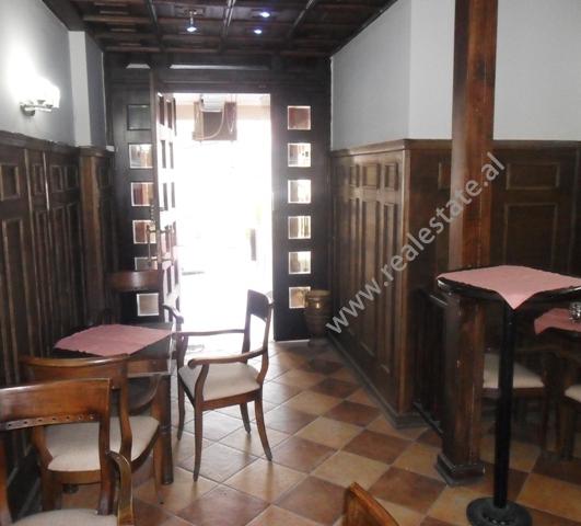 Bar Kafe ne shitje prane Fakultetit Juridik ne Tirane (TRS-214-53b)