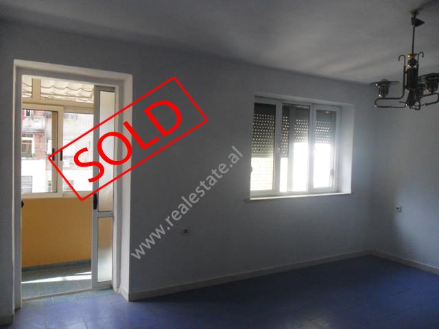 Apartament 1+1 per shitje ne Bulevardin Bajram Curri (TRS-113-10)