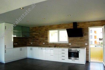Apartament papafingo 3+1 ne shitje prane Liqenit te Thate ne Tirane (TRS-1114-28j)