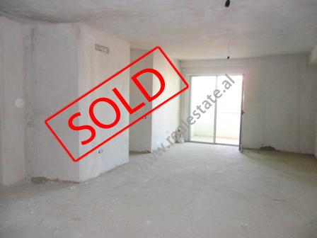 Apartament 2 + 1 per shitje prane zones se Selvies ne Tirane (TRS-1114-54b)