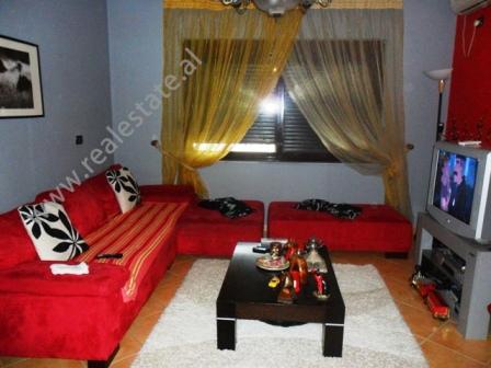 Apartament 2+1 per shitje ne zonen e Komunes se Parisit ne Tirane , (TRS-215-22a)