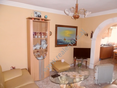 Apartament 2+1 per shitje prane Gjimnazit Ismail Qemali ne Tirane (TRS-216-48K)