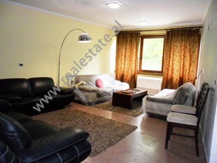 Apartament 2 + 1 per shitje prane Parkut te Madh te Tiranes (TRS-516-14b)