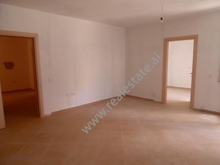 Apartament 2+1 per shitje prane Liqenit te Thate ne Tirane (TRS-916-43K)