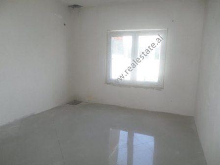 Apartament dupleks per shitje ne Rezidences Kodra e Diellit 2 ne Tirane (TRS-317-35d)