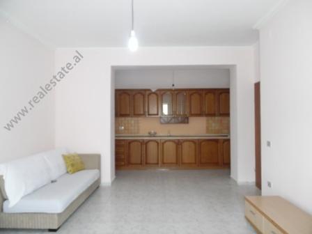 Apartament 3+1 per shitje ne rrugen Kongresi i Manastirit ne Tirane (TRS-318-69R)