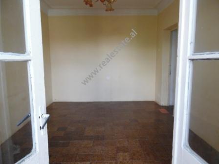 Apartament 1+1 per shitje ne zonen e Kombinatit ne Tirane, (TRS-618-27d)