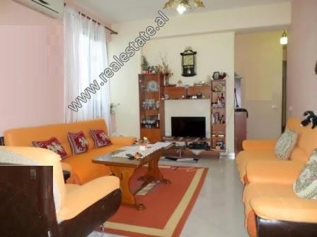 Apartament 2+1 per shitje ne rrugen e Kavajes ne Tirane (TRS-618-40L)