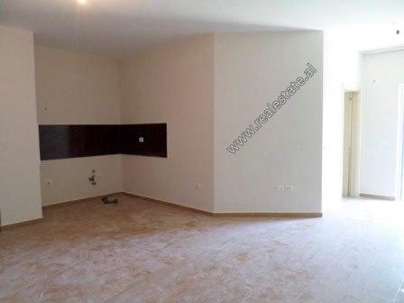 Apartament 2+1 per shitje afer rruges se Durresit ne Tirane (TRS-918-36L)
