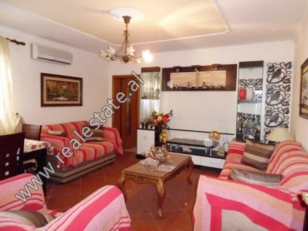 Apartament 1+1 me qera prane zones se Mozaikut ne Tirane (TRR-119-18L)