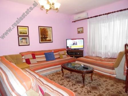 Apartament 2+1 per shitje prane zones se Bllokut ne Tirane (TRS-119-20L)