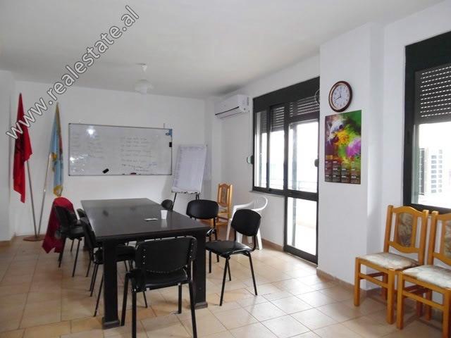 Apartament 2+1 per shitje prane Bulevardit Zogu I ne Tirane (TRS-519-22L)