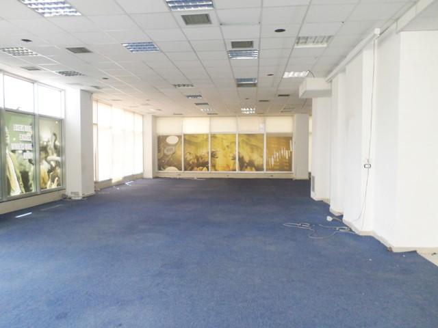 Zyre me qera prane bulevardit Zogu I ne Tirane (TRR-619-23T)