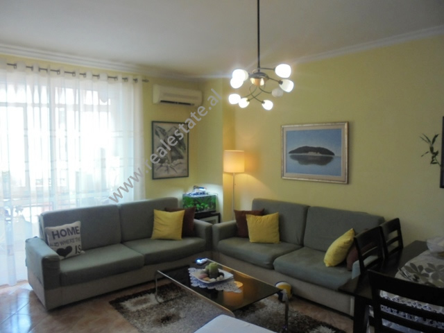 Apartament 1+1 per shitje ne zonen e Don Boskos ne Tirane (TRS-619-28S)