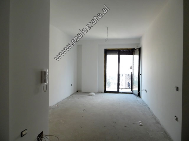Apartament 2+1 per shitje ne afersi te Stadiumit Dinamo ne Tirane (TRS-819-43L)