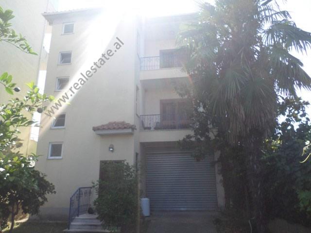 Vile 3-kateshe per shitje ne zonen e Doganes ne Tirane (TRS-919-32S)