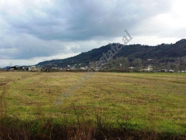 Toke per shitje ne zonen e Fushe-Prezes ne Tirane