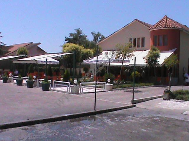 Lokal dhe toke per shitje ne zonen e Rinasit ne Tirane