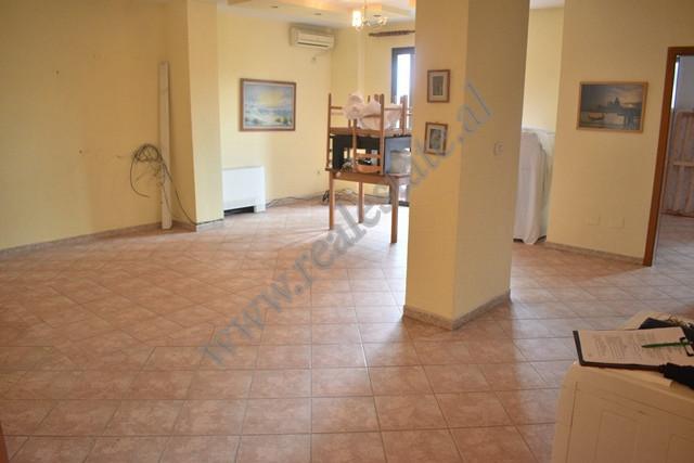 Apartament 1+1 me qira ne rrugen e Kosovareve ne Tirane