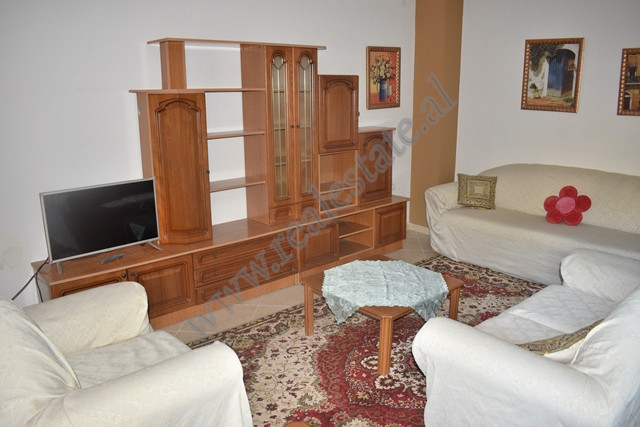 Apartament 3+1 me qira prane zones se Ali Demit ne Tirane