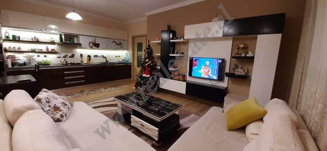 Apartament 2+1 per shitje prane Liqenit te Thate ne Tirane.