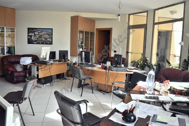 Ambient per zyra me qira ne Qender te Tiranes
