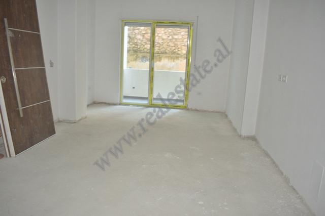Apartament 2+1 per shitje prane Liqenit te Thate ne Tirane