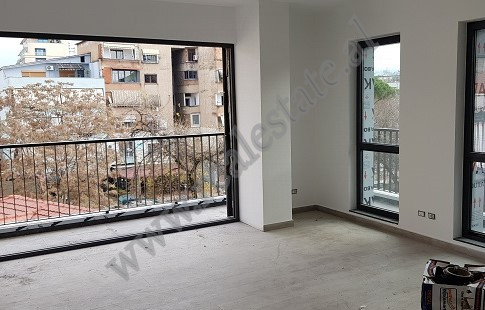 Apartament 2+1 per shitje tek ATSH-ja , ne krah te bulevardit Zhan DArk ne Tirane
