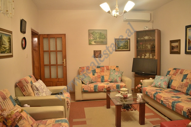 Apartament 2+1 me qira prane rruges se Fortuzit ne Tirane