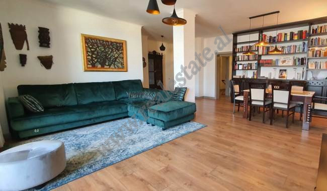 Apartament modern 3+1 per shitje ne Bulevardin Zogu I ne Tirane