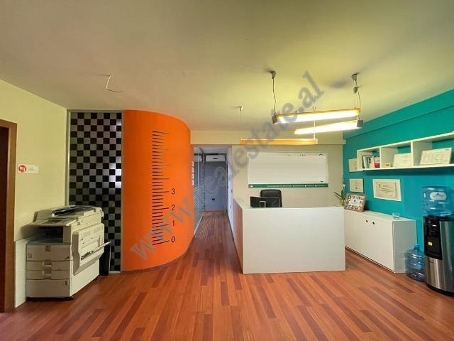 Ambient zyre me qira ne zonen e Bllokut ne Tirane